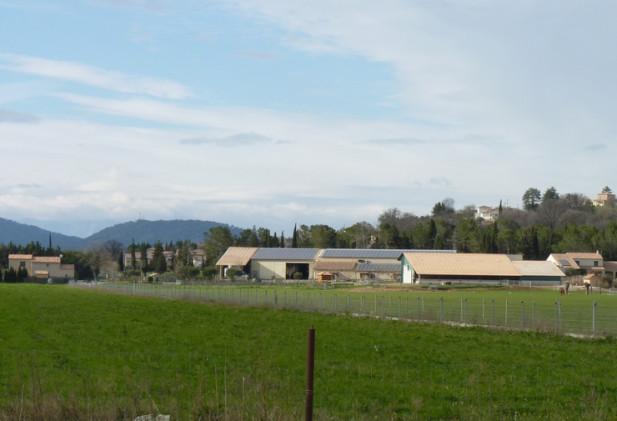 Vaste propriété agricole comprenant de nombreux bâtiments d'habitation et d'exploitation sur plus de 85 ha de terres à fort potentiel agronomique