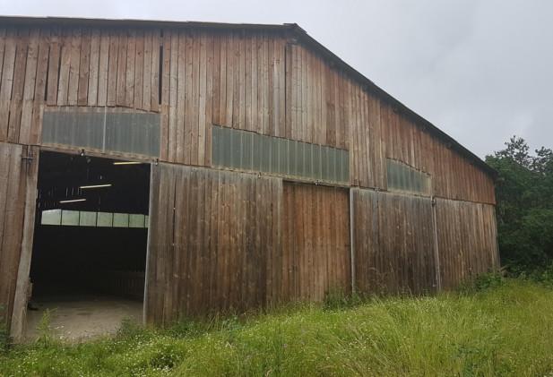 Entre Gimont et Samatan propriété avec bâtiment d'élevage et mobile home, terres 5800 m².
