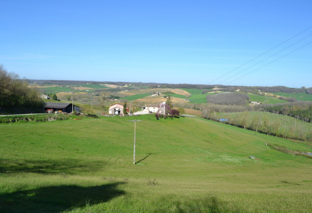 Proche de Castelnau Montratier, joli corps de ferme avec quercynoise et dépendances en pierre