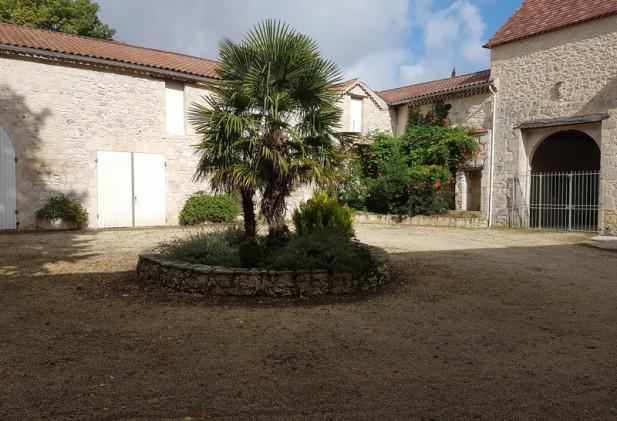 Au cœur de l'Armagnac, Châteaux du XVIII siècle sur 11 ha.de terres, bois et lac.