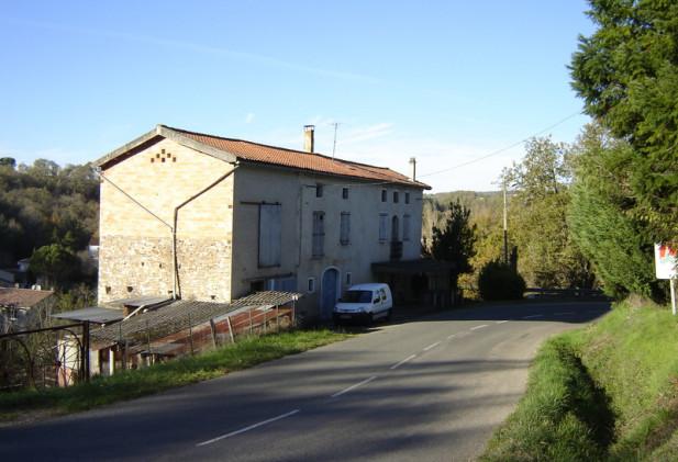 Petite maison à rénover proche du petit village médiéval de Monesties